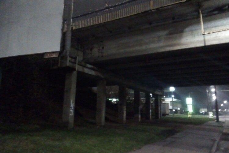 У Луцьку жінка впала з мосту (Відео)