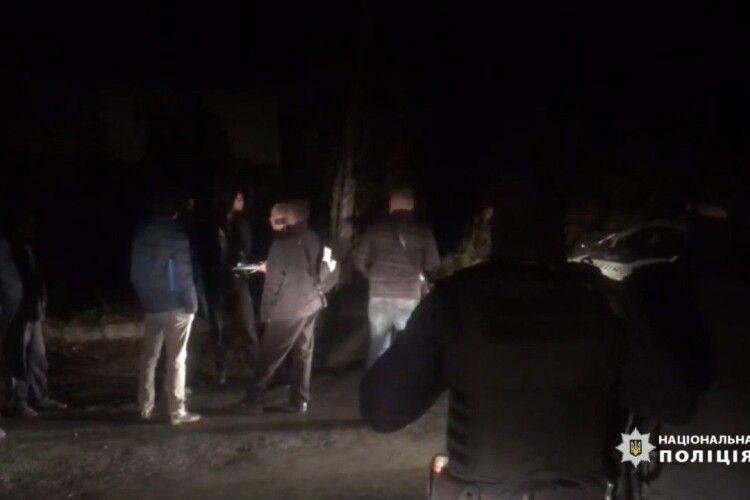 Двоє під вартою, один – вдома із браслетом: підозрюваним у нападі на фермера обрали запобіжний захід