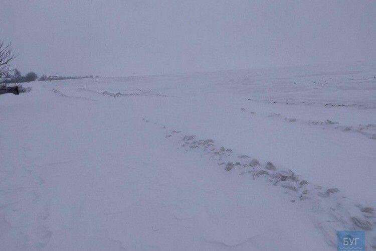 «Снігу – по пояс»: селяни на Волині відрізані від світу через не розчищені дороги