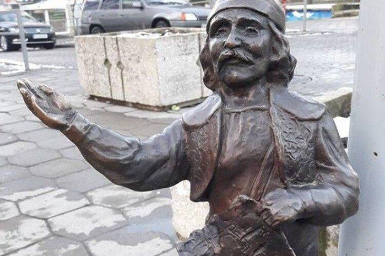 Злодій, який вкрав Кликуна у Луцьку, проведе за ґратами 3 роки