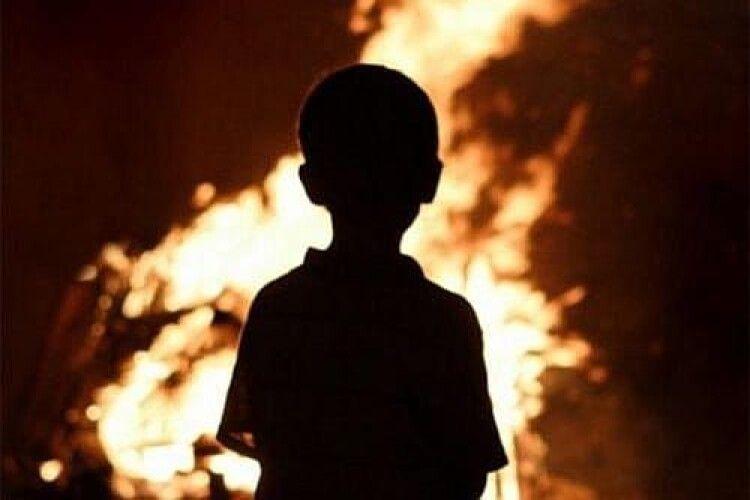 Реанімували на очах у матері: на Прикарпатті у пожежі загинула дворічна дитина