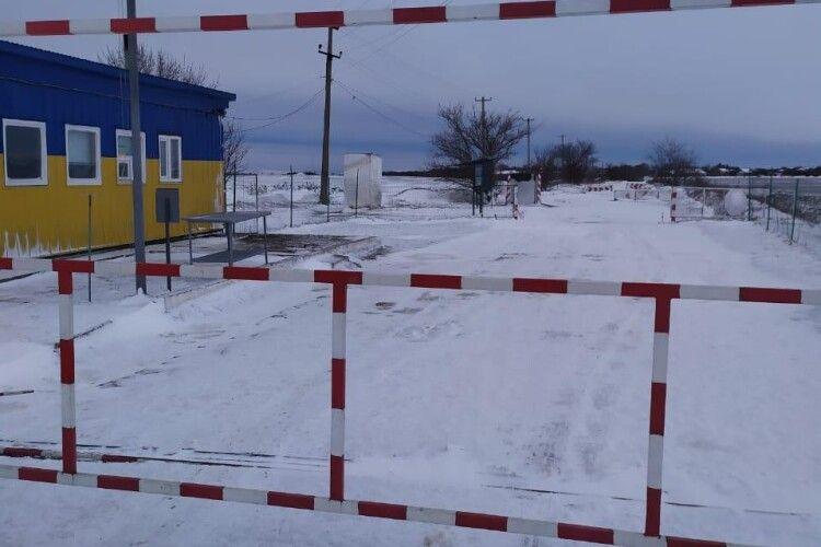 Через негоду на півдні України кілька пунктів пропуску тимчасово припинили роботу (Фото)