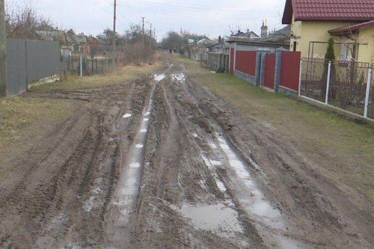 У громаді на Волині відремонтували дорогу лише на папері: з'ясовують де гроші