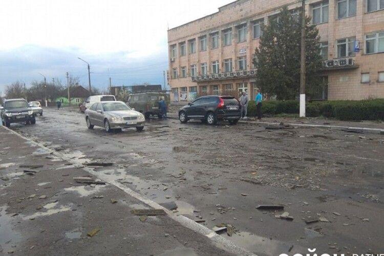 У Ратному буревій позривав шифер із житлових будинків та відділення «Укрпошти»