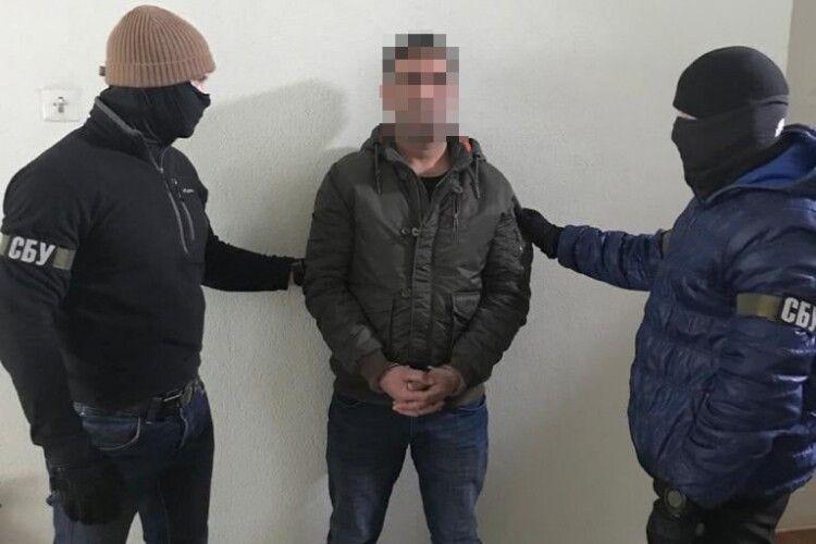У Луцьку СБУ затримала двох підозрюваних у вбивстві іноземців, яких розшукував Інтерпол