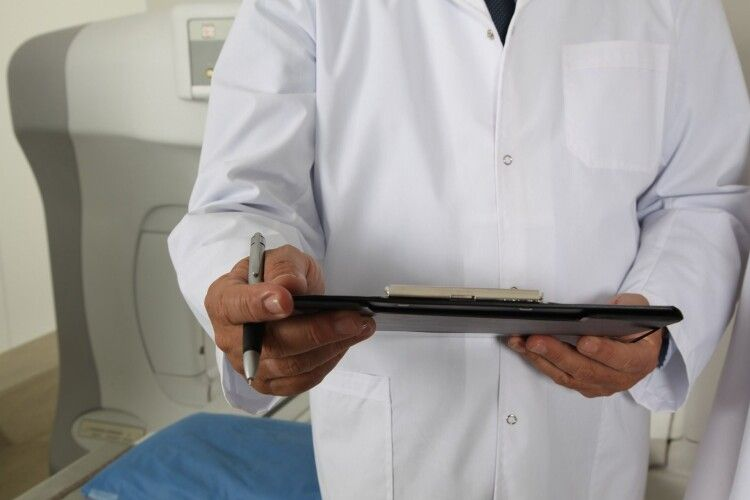 Волинські лікарі 12 хвилин витягували жінку з того світу