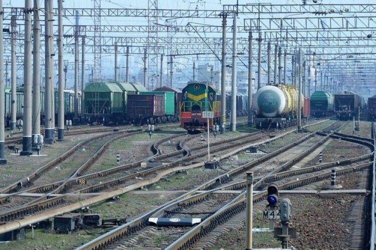 Вирішили влаштувати прибирання на залізниці, аби не відлякувати туристів