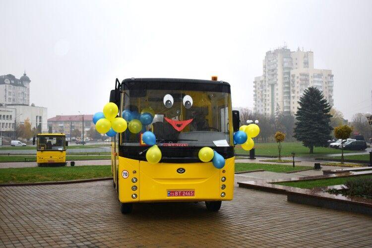 «Богдан моторс» передав для шкіл Волині 15 модернізованих автобусів (Фото)
