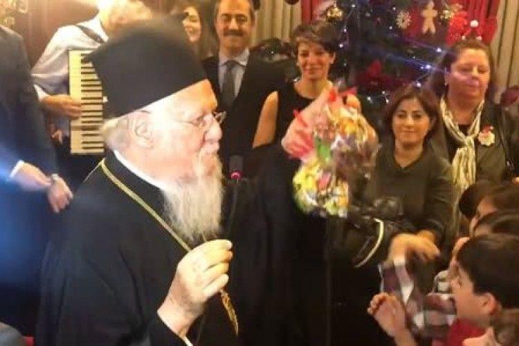 Вселенський патріарх Варфоломій: «Порошенко дав мені хабаря цукерками»