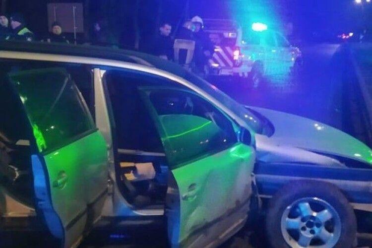 Священник за кермом авто врізався у відбійник: загинула його дружина й постраждала дочка (Фото)