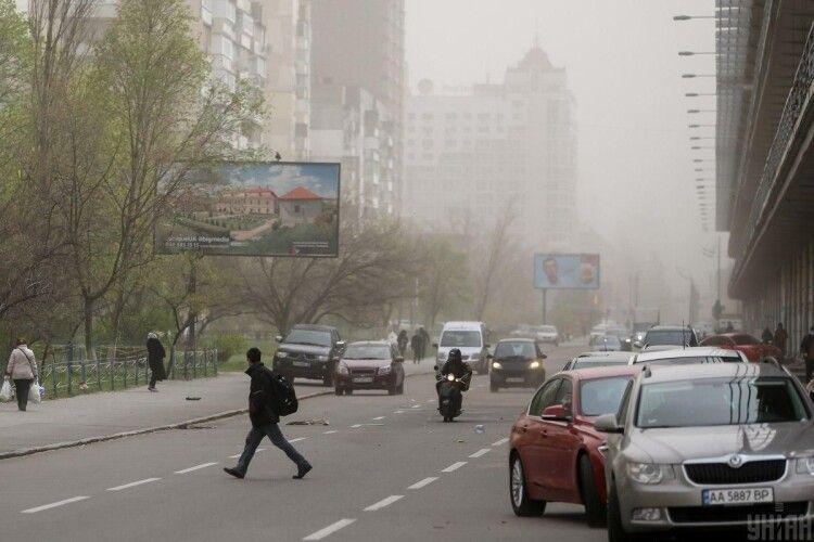 Київ сьогодні із величезним відривом лідирує в переліку міст світу із найбруднішим повітрям