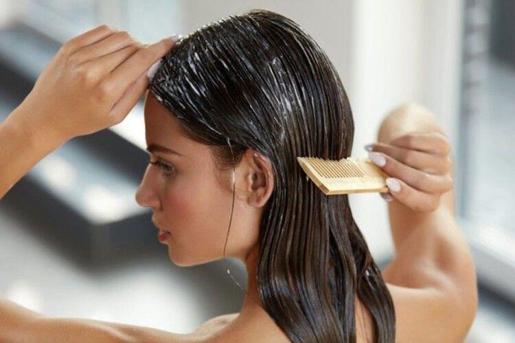 Що робити, аби взимку волосся мало вигляд негірший, ніж улітку