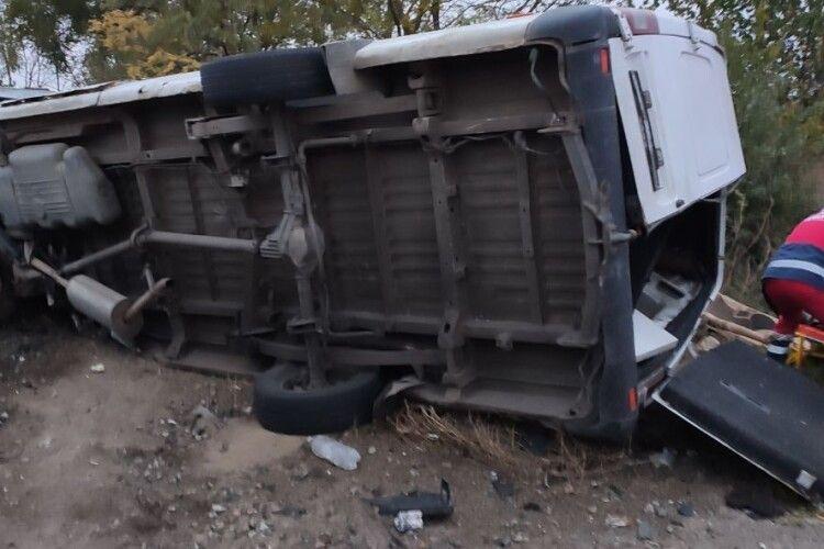 Одна людина загинула та п'ять у лікарні: у страшну ДТП потрапили два автобуси (Фото)