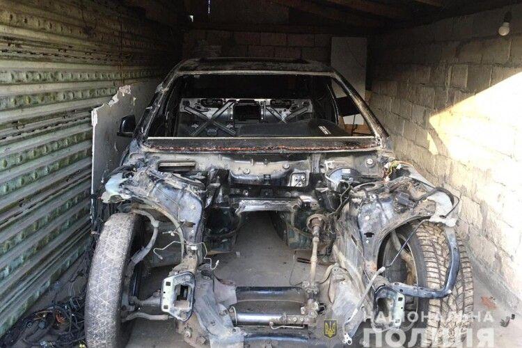 На Волині злодії із стоянки вкрали автомобіль за допомогою трактора
