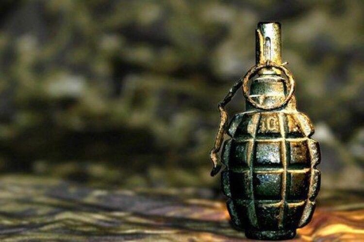 Невідомий закинув гранату в приватний будинок