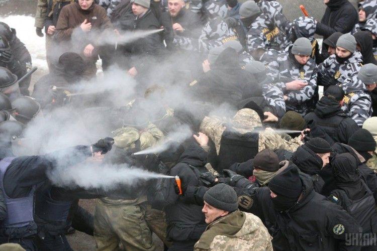 Затримали стрільця, який поранив поліцейського біля Солом'янського суду столиці