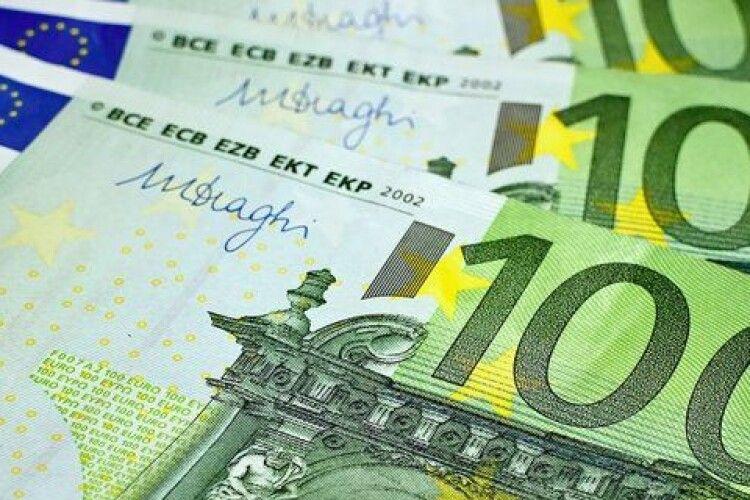 Допомога від «друзів Порошенка»: Єврокомісія виділила Україні мільярд євро