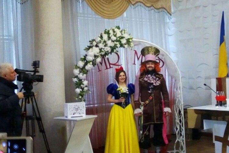 Наречена з Рівного виходила заміж у вбранні «Білосніжки», щоб весілля сподобалось ...її дітям