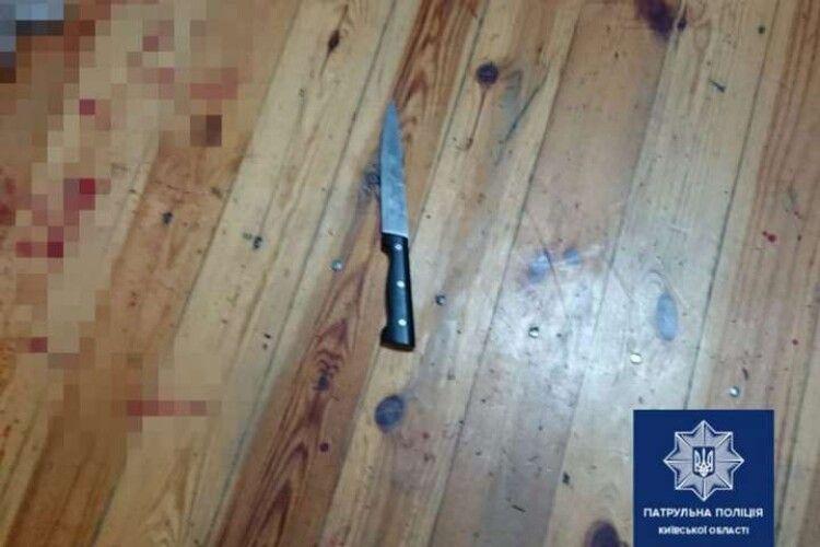 Голий чоловік бігав по вулиці і напав з ножем на батька