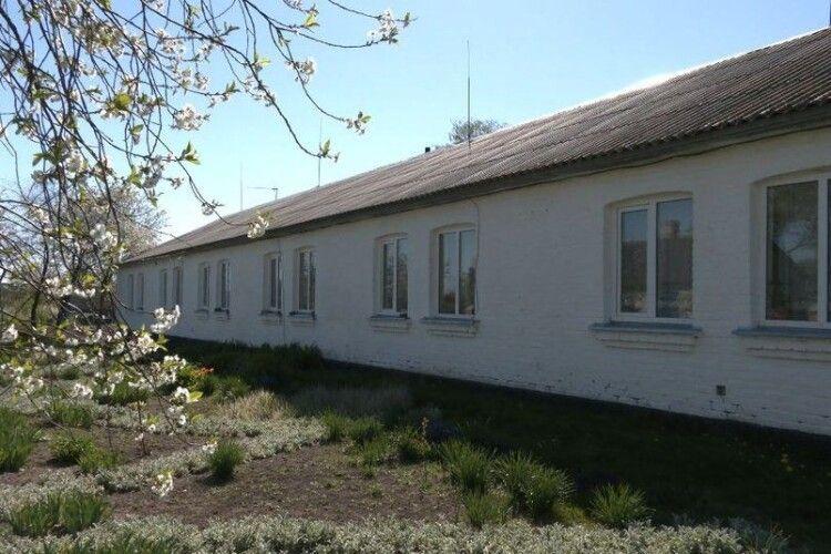 У селі на Горохівщині закривають школу (Фото)