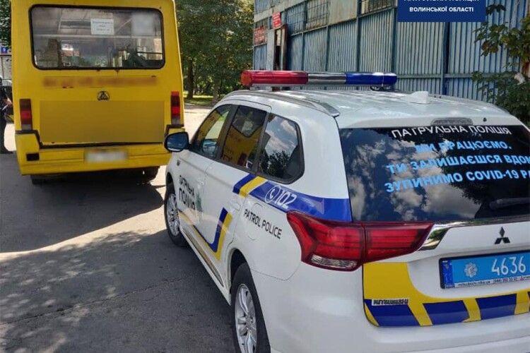 У Луцьку за порушення оштрафували 57-річного водія маршрутки