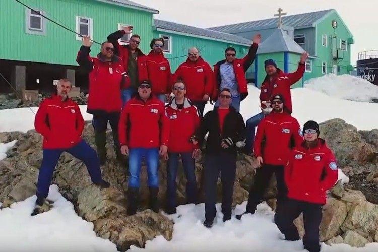 Українські полярники привітали земляків із Новим роком (відео)