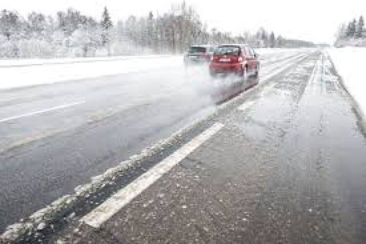 Волинські синоптики попередили про ожеледицю на дорогах області