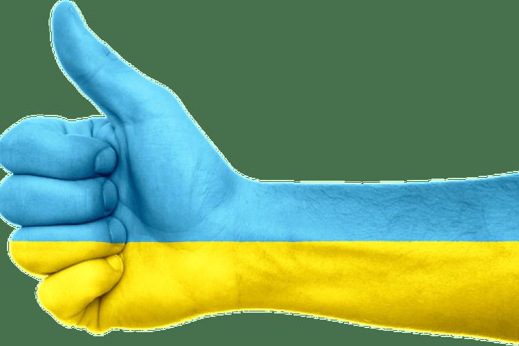 47% українців вважають, що економічне становище за рік не змінилось, але хвалять дороги і курс валют - опитування