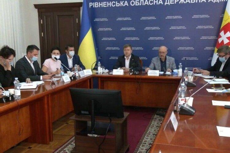 Цькування і стереотипи: переселенці з Донбасу у Рівному скаржились міністру