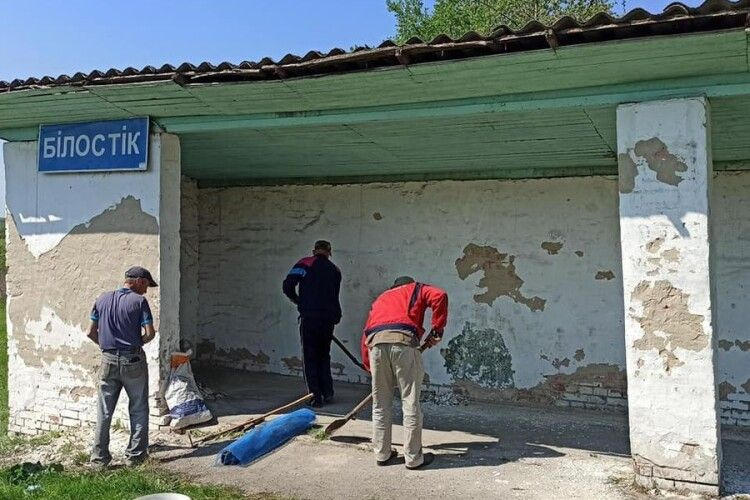 У громаді на Волині облаштовують зупинку (Фото)