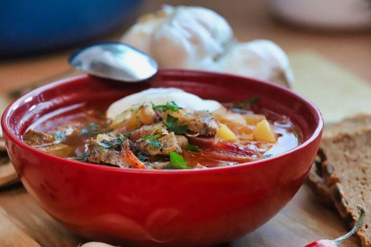 Просто і смачно: рецепти солоної випічки до борщу та бульйону