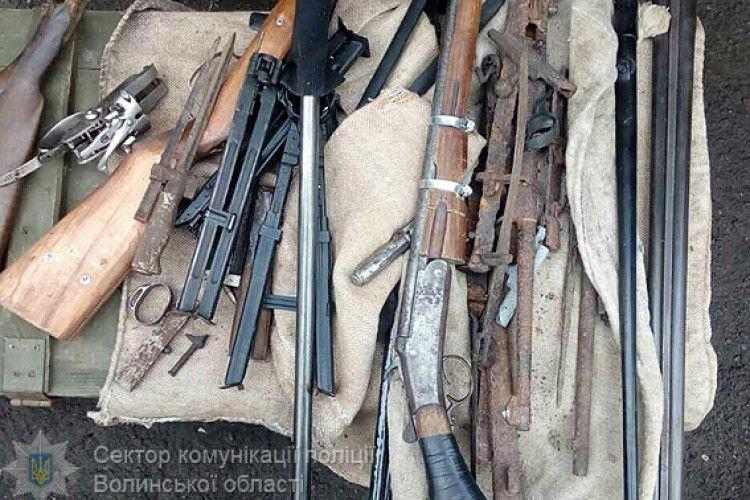 У Володимирі-Волинському правоохоронці вилучили арсенал зброї (ФОТО)