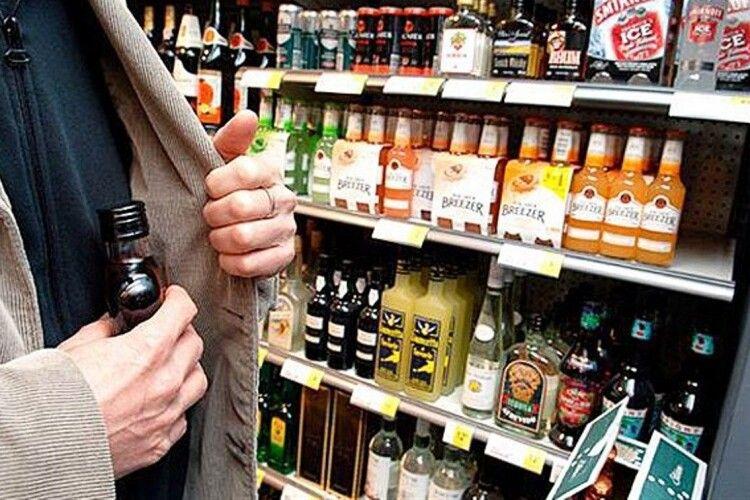 Учня луцького ліцею засудили за крадіжку алкоголю