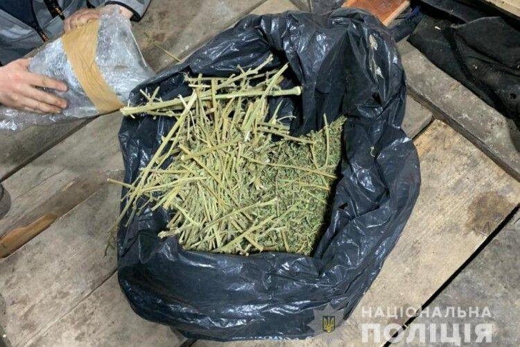 У жителя Нововолинська під час обшуку знайшли майже кілограм наркотиків