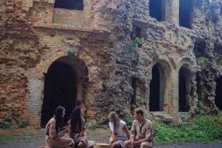 Відомий холостяк відпочивав з дівчатами на Рівненщині