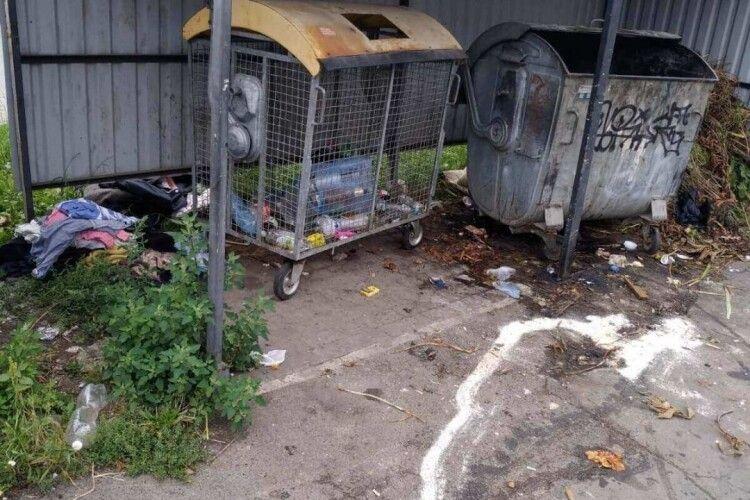 У Луцьку на одній із вулиць – сміттєзвалище (Фото)
