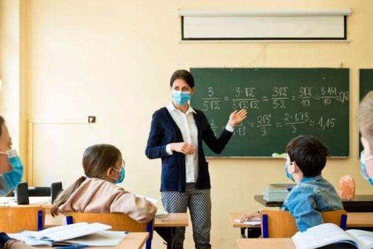 Вчителям не передбачене страхування через коронавірус, бо це – не професійне захворювання, – МОЗ