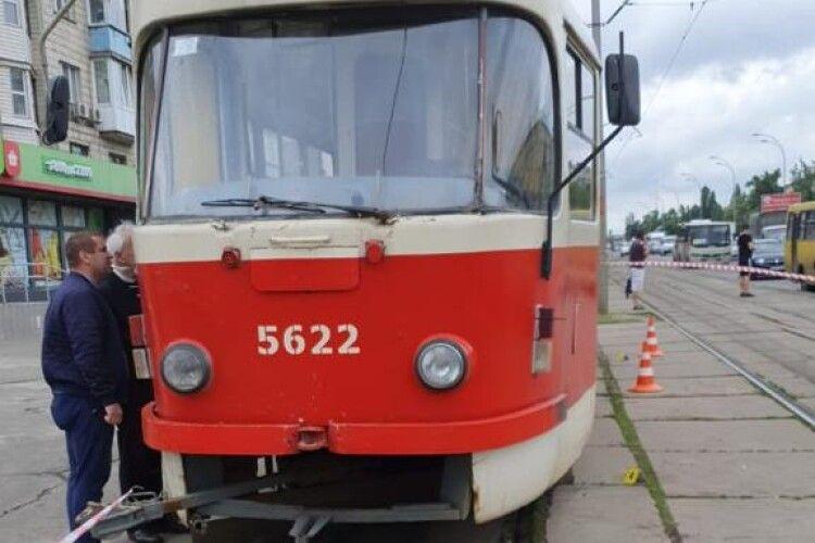 У Києві трамвай наїхав на жінку (Фото)