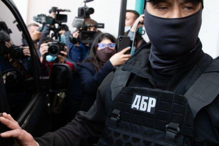Театр абсурду: адвокати Порошенка розказали, як ДБР «склепало» «справу картин» на основі Вікіпедії