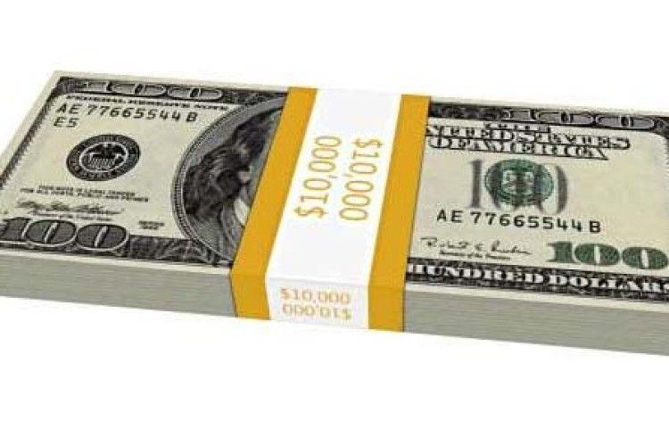 10 тисяч гривень рівненський пенсіонер обміняв на 10 тисяч доларів. Сувенірних
