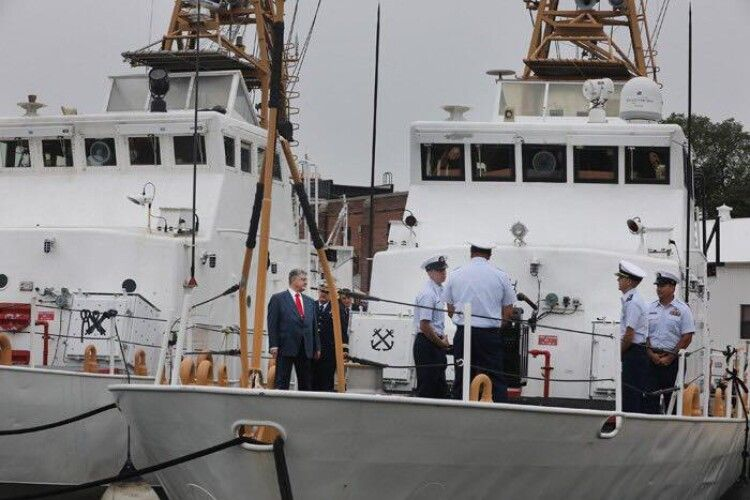 Петро Порошенко: «Радію, що наш флот нарешті отримав американські катери»