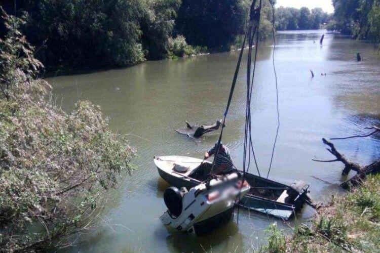 Вночі двоє рибалок на «Жигулях» з'їхали з крутого берега в річку і втопилися