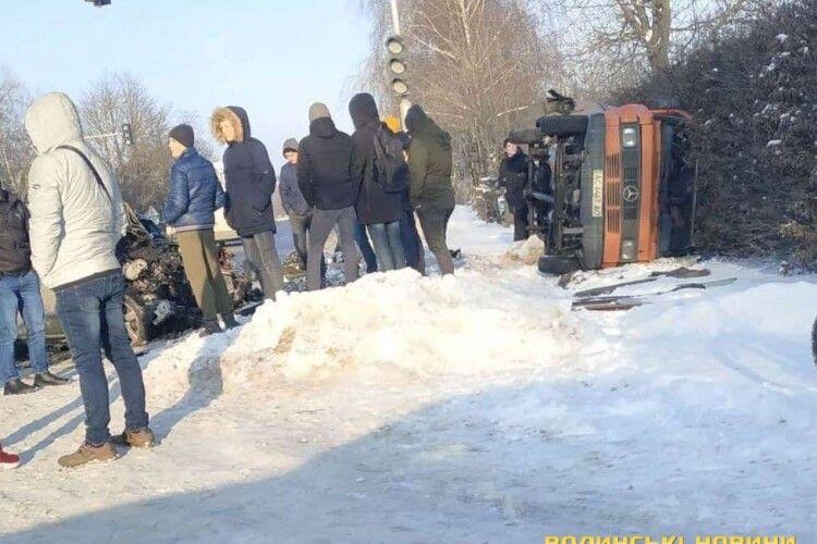 Біля Луцька перекинувся бус (Фото)
