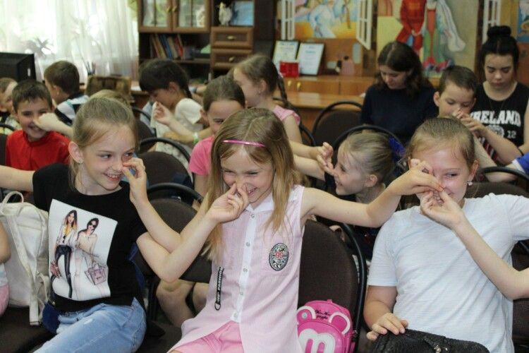 У бібліотеці діти слухали про квіти (фото)