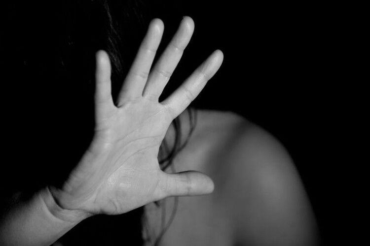 Волинянина, підозрюваного у зґвалтуванні 13-річної пасербиці, взяли під варту
