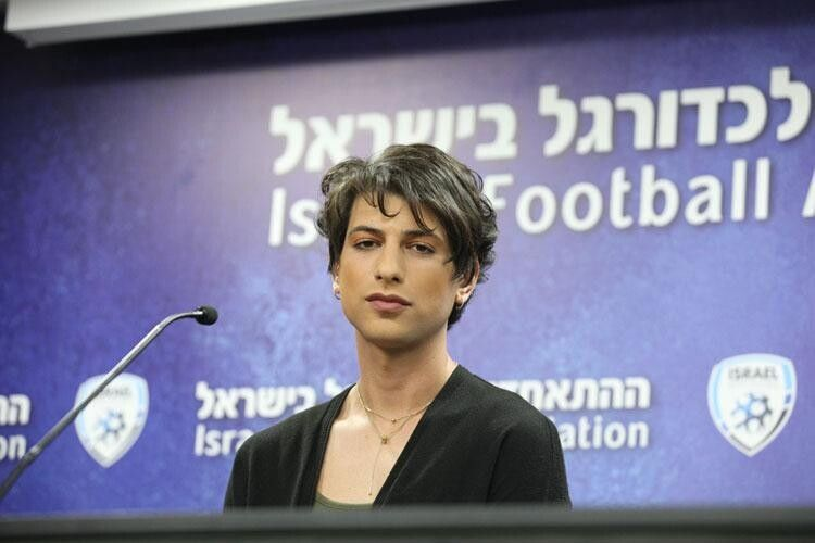 В Ізраїлі футбольний арбітр вирішив бути арбітринею...