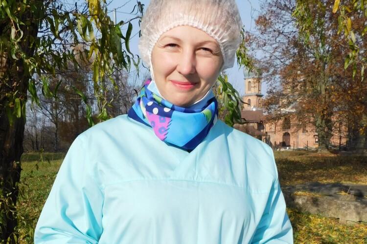 100 мазків для ПЛР-тестування на день: Неоніла Гримайло працює в мобільній бригаді у селах Горохівщини
