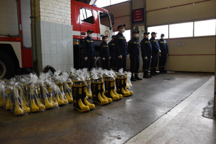 Луцькі пожежно-рятувальні підрозділи отримали нове спорядження