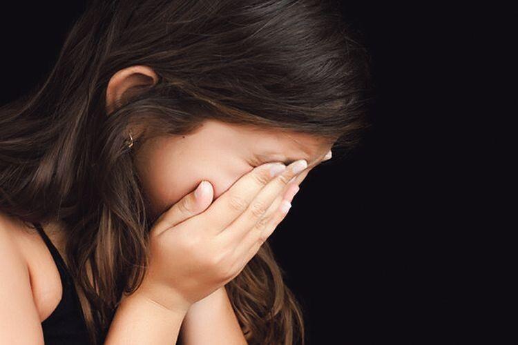 «Йди геть! Я тобі не батько!»:  9-річну дівчинку вітчим  не пустив вночі додому