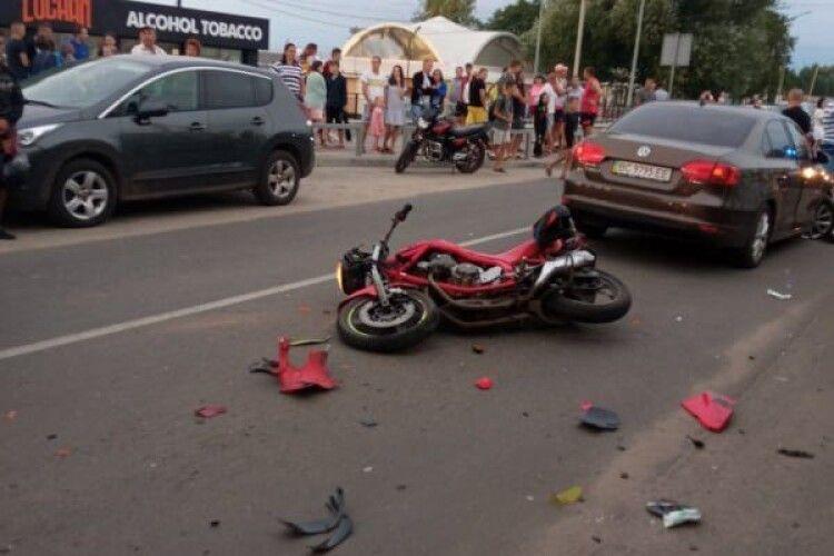 На Світязі – аварія за участю мотоцикла: двох потерпілих госпіталізували